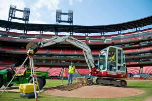 Mound removal (Photo Credit: @Cardinals Twitter Page)